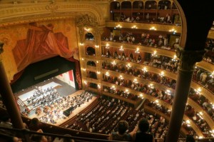 actuacion-de-musica-clasica-en-el-teatro_442-19317019
